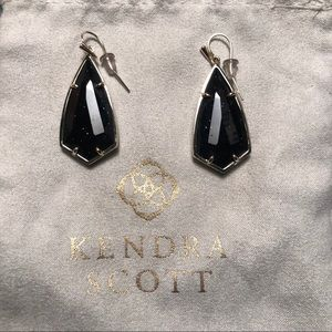 "KENDRA SCOTT || Black ""Carla"" drop earrings"